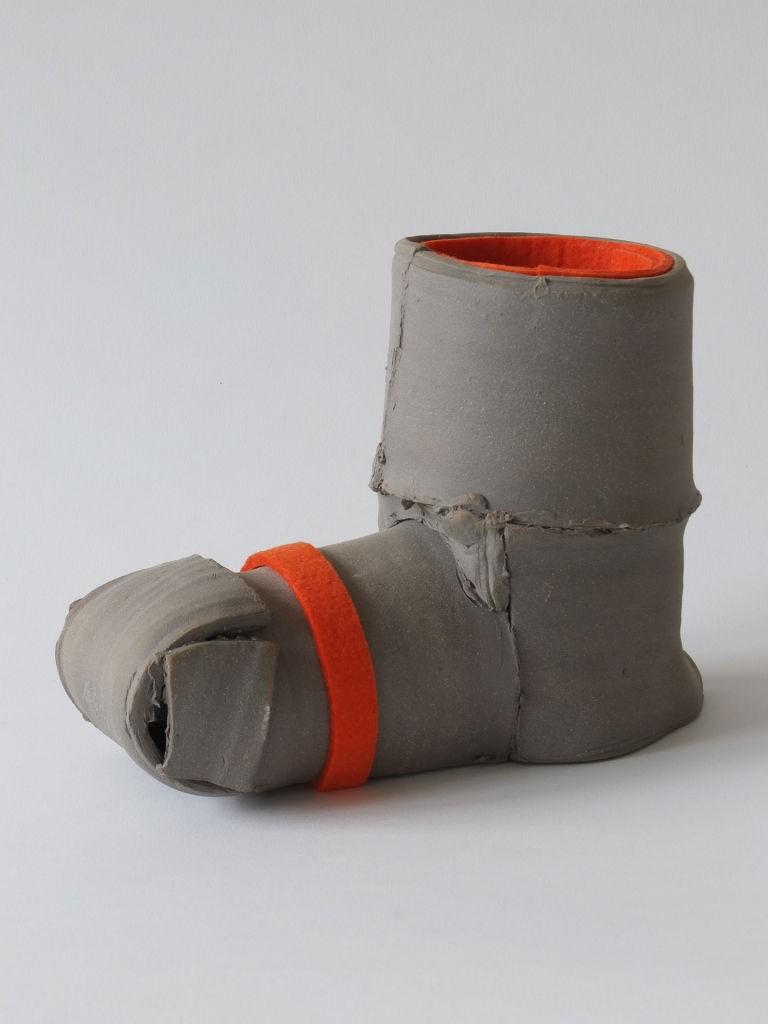H 24 cm / Steinzeug und Filz / 2013